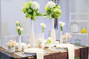 elegante tafelset voor bruiloft of evenementfeest foto