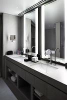 interieur van moderne toilet in Europese stijl foto
