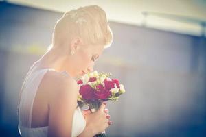 prachtige bruid op haar trouwdag foto