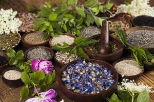 natuurlijke geneeskunde, houten tafel achtergrond foto