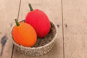 baby jackfruit op houten achtergrond foto