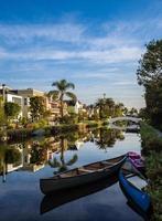 kanaal in het strand van Venetië foto