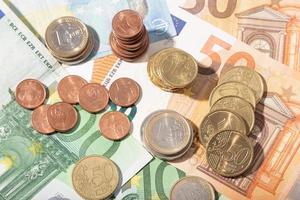eurogeldbankbiljetten en -munten foto