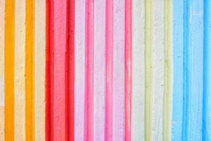 levendige kleurrijke verticale patroonmuur foto