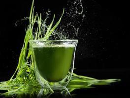 detox. jonge gerst, chlorella superfood. foto