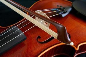 strijkstok en viool foto