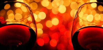 twee wijnglazen foto