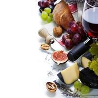 wijn, druivenmost en kaas foto