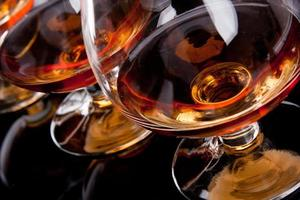 drie glazen cognac foto