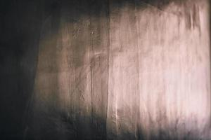 bruin houten oppervlak met lichtreflectie