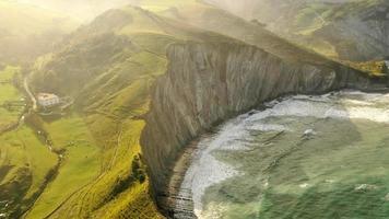 luchtfoto van de kustlijn foto