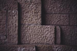 bruine stenen muur