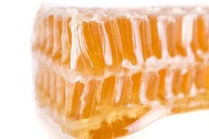 honingraat close-up op het witte, luxe dessert, selectieve foc foto