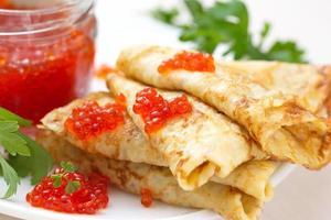 pannenkoeken met rode kaviaar foto