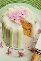 luxe versierde mini cake foto