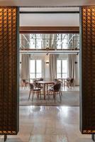 modern restaurantinterieur, onderdeel van een hotel foto