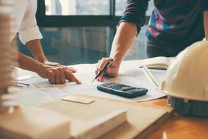 architect partnerbijeenkomst over bureaudocumenten
