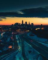 stadsgezicht bij zonsondergang