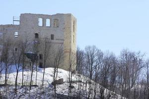 de ruïnes van Kazimierz Dolny in de winter