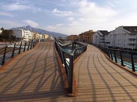 houten promenade in san pedro de alcantara