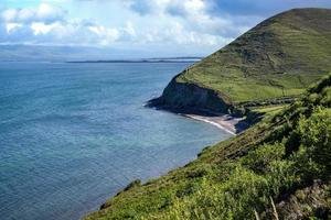 heuvel aan de oceaan foto