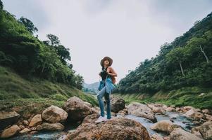 reiziger vrouw genieten van uitzicht