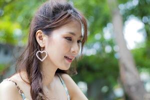 close-up van een vrouw buiten foto