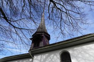 kerktoren in zwitserland foto