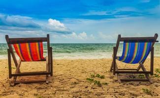 twee strandstoelen foto