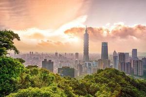 skyline van de binnenstad van taipei foto