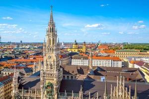 de skyline van het centrum van München foto