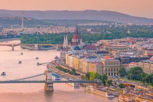de skyline van de binnenstad van boedapest in hongarije foto