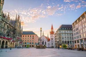 oud stadhuis op het plein Marienplatz in München foto