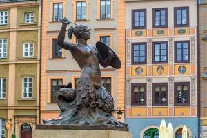sculptuur van de zeemeermin van Warschau foto