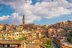 de skyline van de binnenstad van siena in Italië