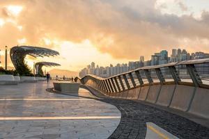 hardlopers en de skyline van hong kong