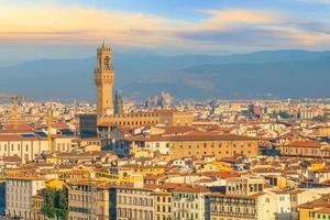 uitzicht op de skyline van Florence vanaf bovenaanzicht bij zonsondergang foto