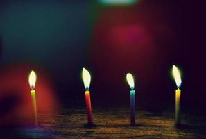 vier aangestoken kaarsen foto