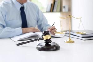 close-up van een advocaat op het werk foto