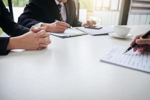 close-up van professionals in een vergadering foto