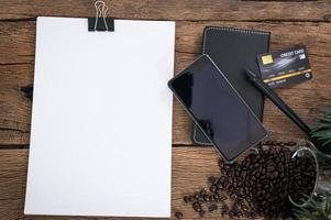 creditcard, smartphone en blanco papier