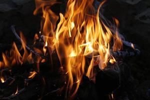 brandende kampvuurvlammen