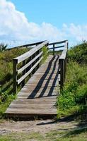 lege houten loopbrug