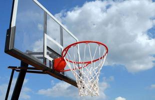 outdoor basketbalrand foto