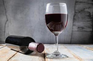 wijnglas en wijnfles