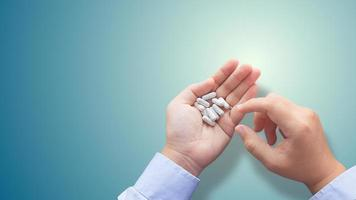 medicijnen in de hand