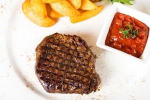 vlees steak met aardappelen