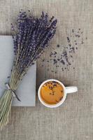 lavendel en kopje thee foto