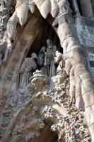 de kerststal architectonische details van sagrada familia barcelona spanje foto