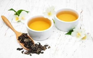 kopje thee met jasmijnbloemen foto
